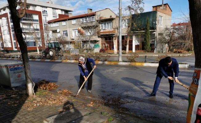 Havsa Belediye Başkanı Aydın Balkan temizlik çalışmasına katıldı