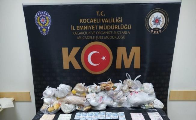 Kocaeli'de piyasaya sahte banknot sürdükleri iddia edilen 3 kişi tutuklandı