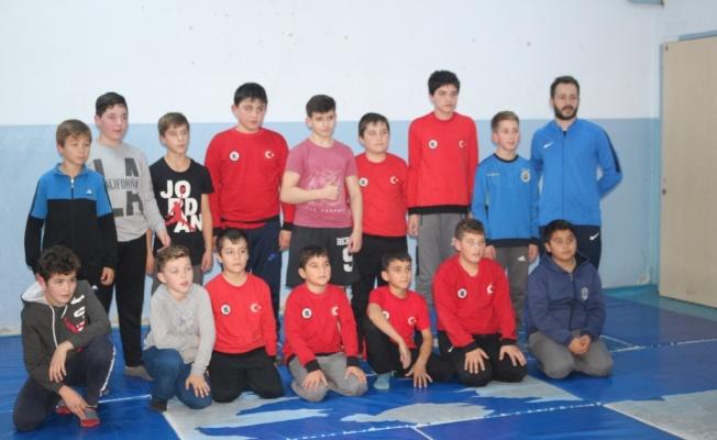 Okullar arası güreş müsabakası