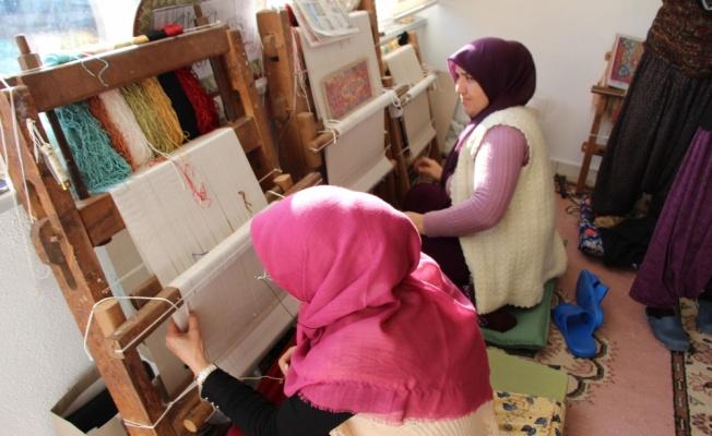 Pazaryeri'nde ipek halı dokuma kursu açıldı