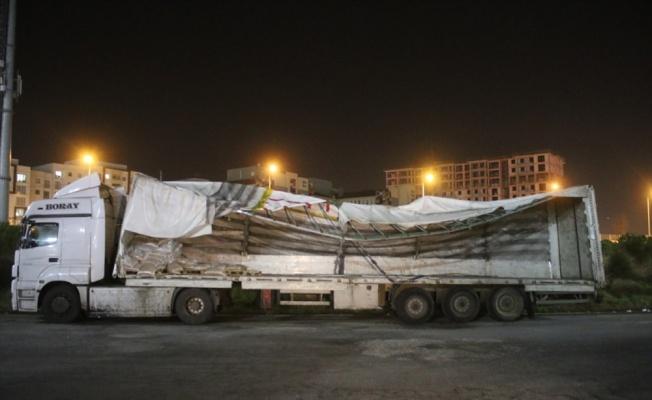 Anadolu Otoyolu'nda devrilen tır ulaşımı aksattı