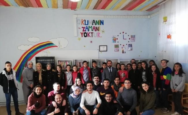 BŞEÜ öğrencilerinden Afyonkarahisar'daki köy okuluna kütüphane desteği