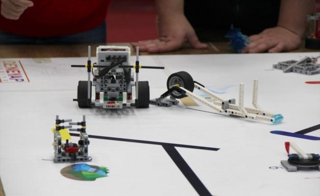 Deneyap öğrencileri tasarladıkları robotları sergiledi