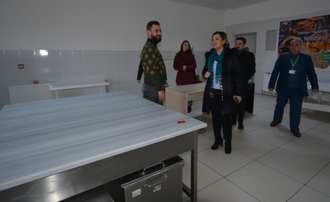 Hürriyet'ten üniversite öğrencilerine ücretsiz yemek