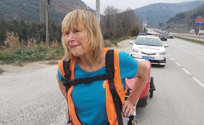 İngiltere'den Nepal'e yürüyen gezgin, Gemlik'te mola verdi