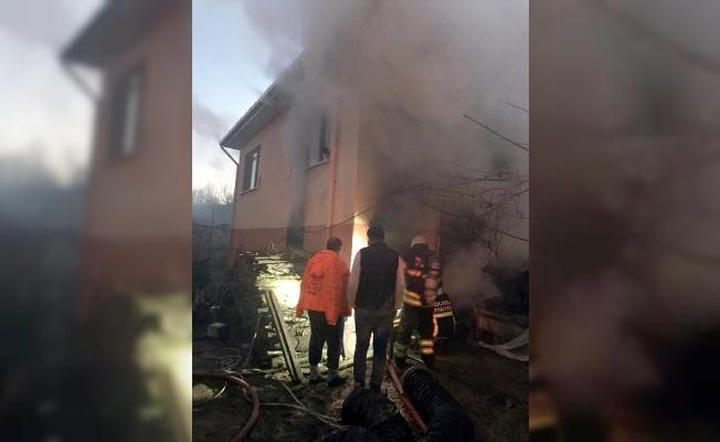Karamürsel'de odunluk yangını hasara yol açtı
