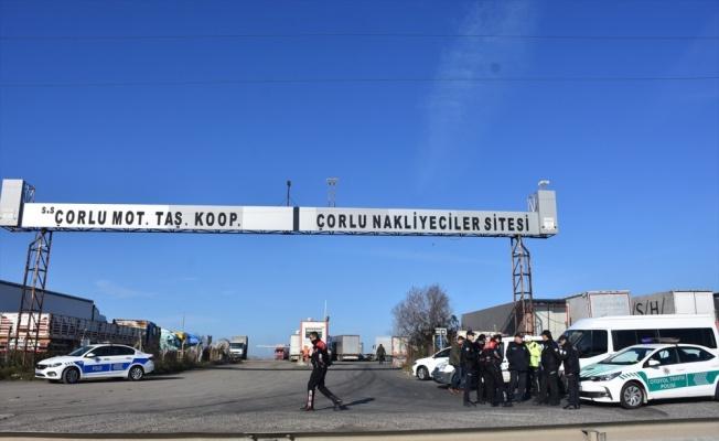 Tekirdağ'da yol kapatmak isteyen nakliyecilere polis izin vermedi