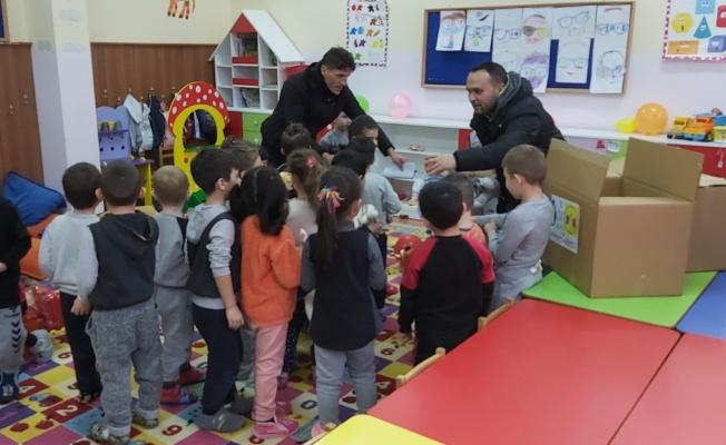Başkan Hürriyet'ten çocuklara armağan