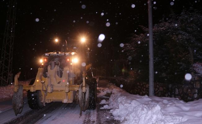 Bursa'da yoğun kar yağışında mahsur kalan kişi kurtarıldı