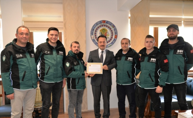 Depremde görev alan gönüllü arama kurtarma ekibinden Vali Şentürk'e ziyaret