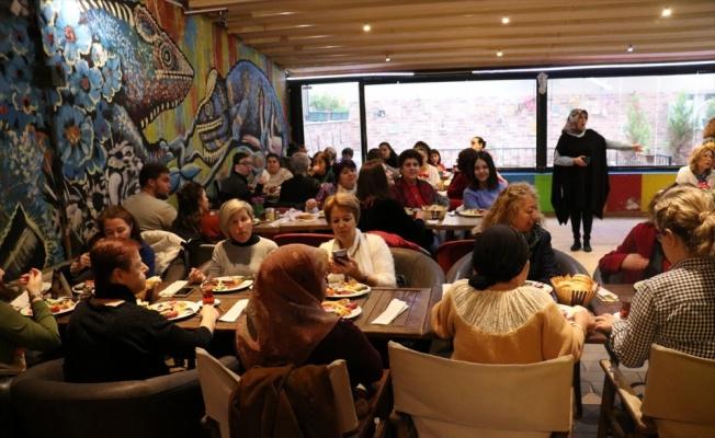 Kırklareli'nde sokak hayvanları yararına kahvaltı düzenlendi