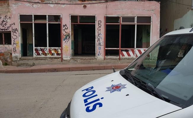 Kocaeli'de metruk binada 2 uzun namlulu silah bulundu