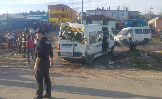 Kocaeli'de zincirleme trafik kazasında 5 öğrenci yaralandı