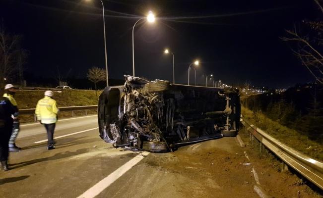 Kocaeli'de düğünden dönenleri taşıyan minibüs devrildi: 10 yaralı