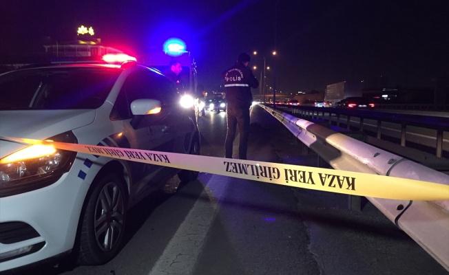 Otoyolda otomobilin çarptığı kişi öldü
