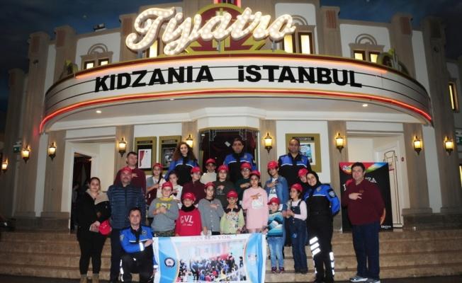 Roman çocuklar KidZania'yı gezdi