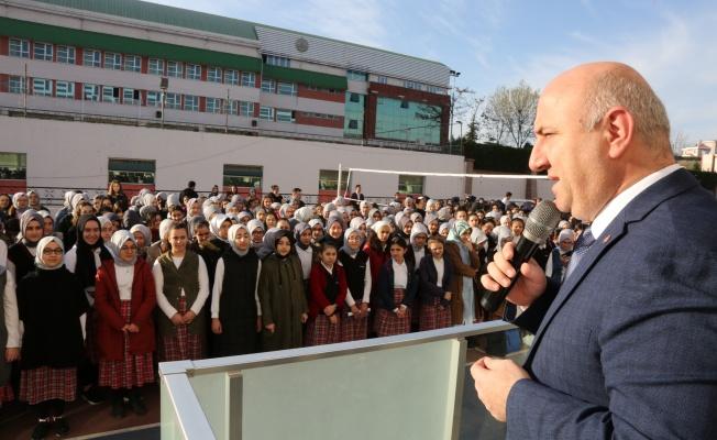 Başkan Bıyık, öğrencilerle bayrak törenine katıldı