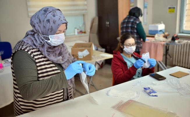 Kadın kooperatifi maske üretimine başladı
