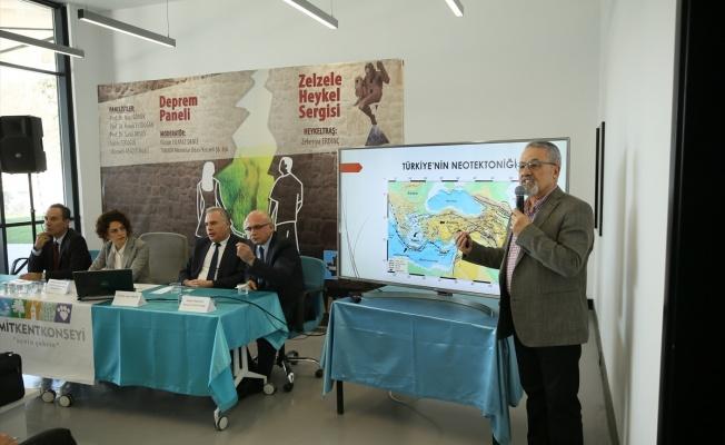 Kocaeli'de deprem paneli yapıldı