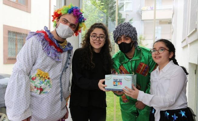 4 bin 800 sağlık çalışanının çocuklarına 23 Nisan pastası