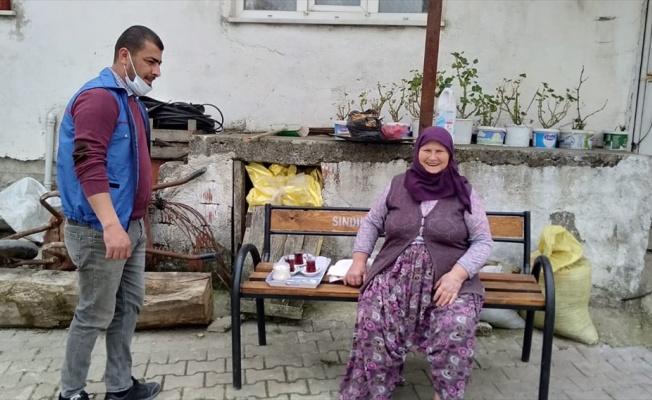 70 yaşındaki Hatice nine, yetiştirdiği nohutları ihtiyaç sahipleri için bağışladı