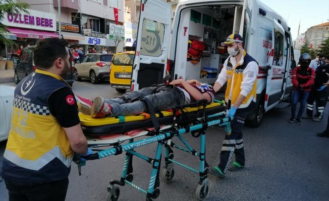 Alkollü ve ehliyetsiz sürücünün kullandığı otomobilin çarptığı kişi yaralandı