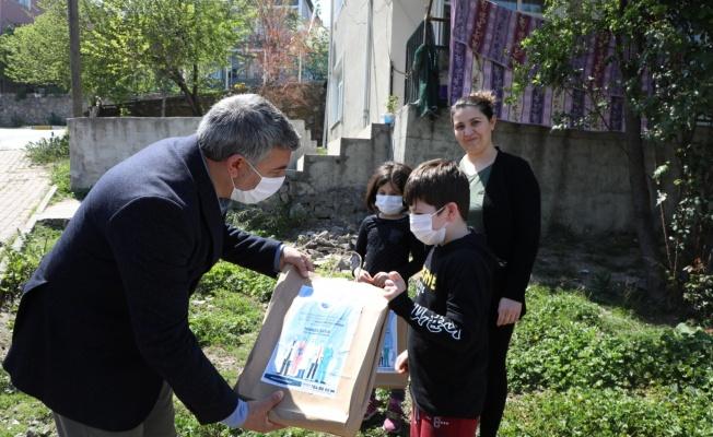 Başkan Şayir'den sağlık çalışanlarının çocuklarına Erken 23 Nisan sürprizi