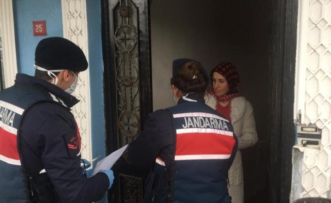Jandarma, vatandaşın sosyal yardım ödemesini evlerine teslim ediyor