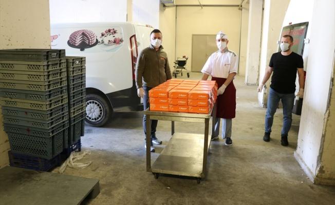 Pastane sahibinden koronavirüsle mücadele eden sağlıkçılara jest