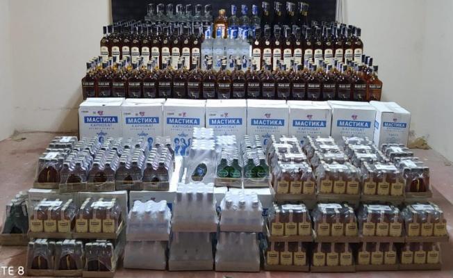 Arama yapılan tırda 2 bin şişe kaçak içki ele geçirildi