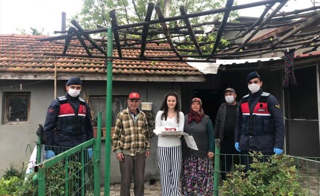 Jandarma'dan genç kıza doğum günü sürprizi