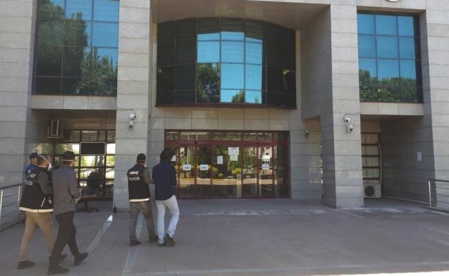 Kargoyla getirttikleri uyuşturucuları satmak isteyen 2 kişi tutuklandı