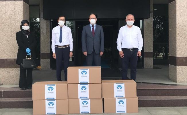 Kocaeli Üniversitesi'ne 7 bin maske teslim edildi
