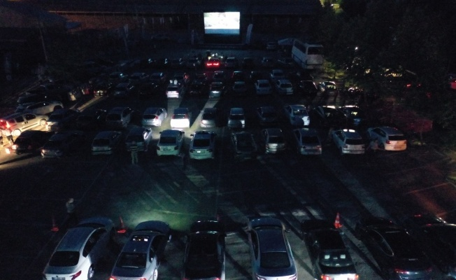 Kandıra'da arabada sinema keyfi yaşandı