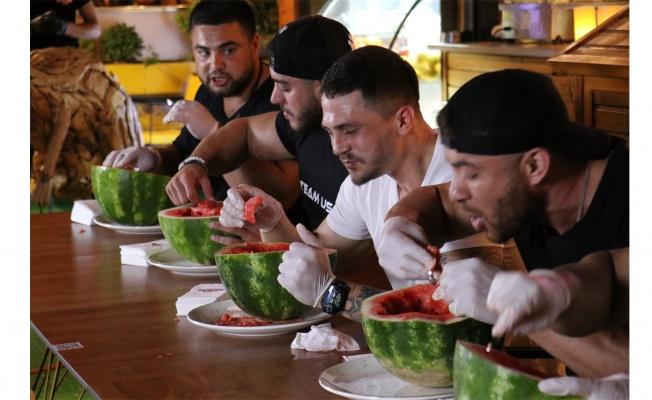 Çay kaşığıyla karpuz yeme yarışması yapıldı