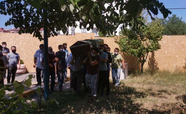 Gebze'de balkondan düşerek hayatını kaybeden çocuğun cenazesi defnedildi