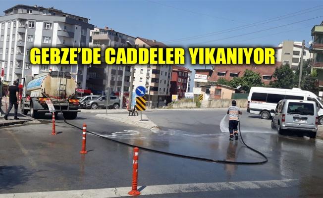 Gebze'de caddeler yıkanıyor