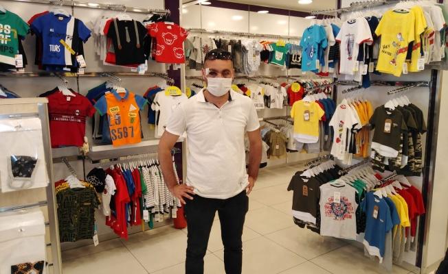 Maske uyarısında bulunan mağaza müdürünü darp ettiler