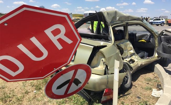 Otomobil ile kamyonetin çarpıştığı kazada anne ve kızı öldü