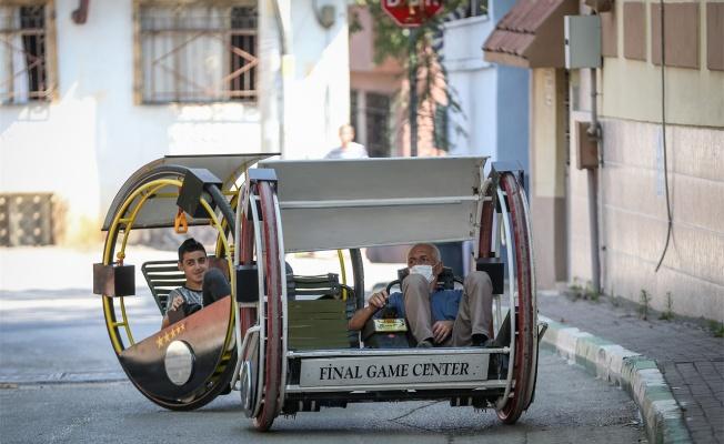 """Ürettiği """"Hacıyatmaz"""" adlı iki tekerlekli araçla ilgi odağı oldu"""