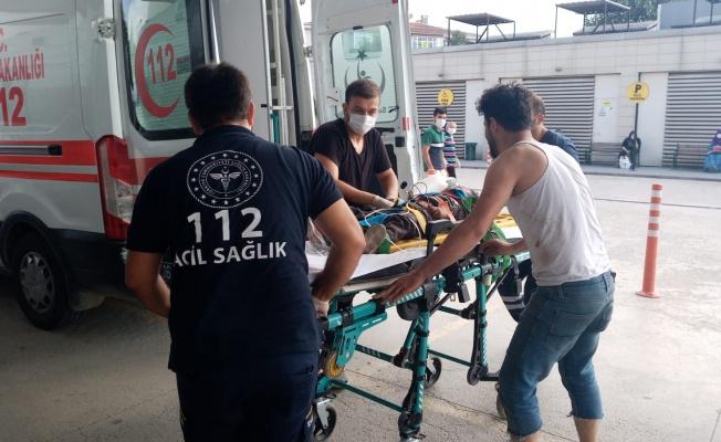 Çatıdan düşen 2 kardeş yaralandı