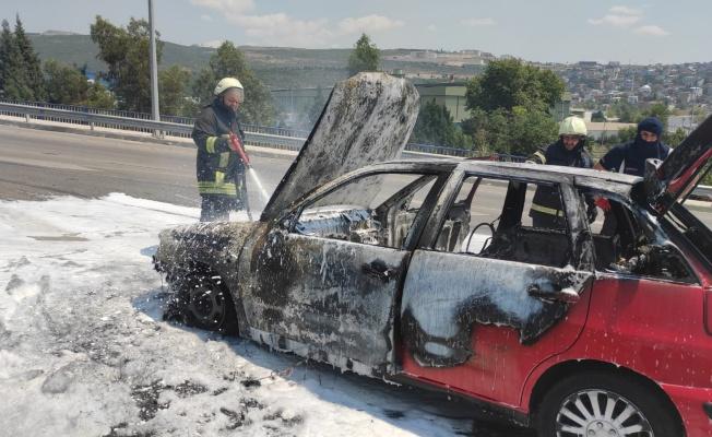 Dilovası'nda otomobil yangını