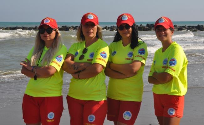 Karasu sahilinde kadın cankurtaranlar görev yapıyor