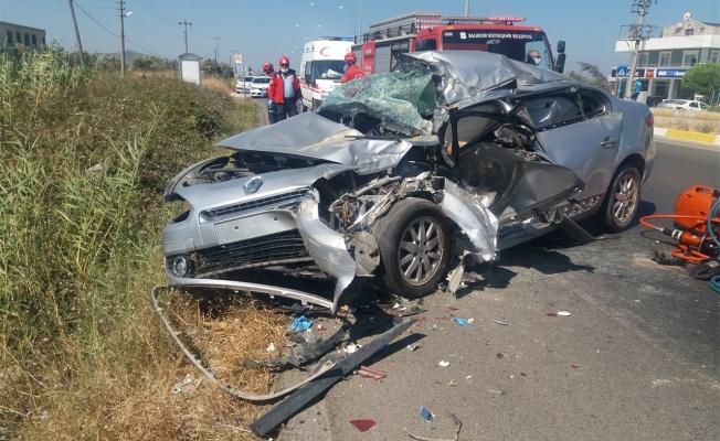 Otomobil çekiciye çarptı 1 kişi öldü