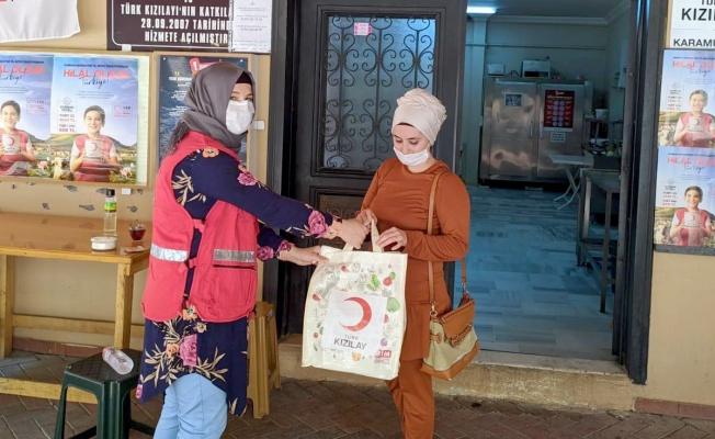 Türk Kızılay Karamürsel'de 300 aileye kurban eti dağıttı