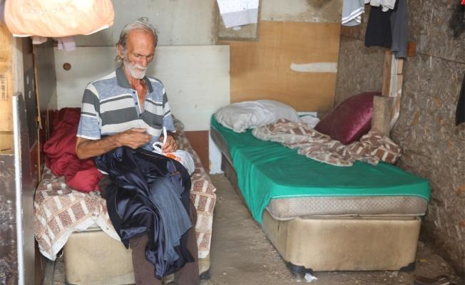 Çayırova'da 15 yıldır barakada yaşayan yaşlı adam barınma merkezine yerleştirildi