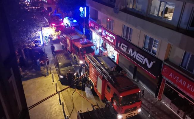Gebze'de yangın çıkan iş yerinde hasar oluştu