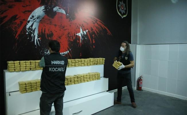 Kocaeli'de kullandığı tırda 132 kilo 800 gram eroin ele geçirilen sürücü tutuklandı