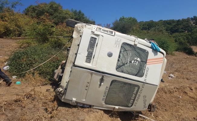 Minibüs şarampole devrildi: 14 yaralı