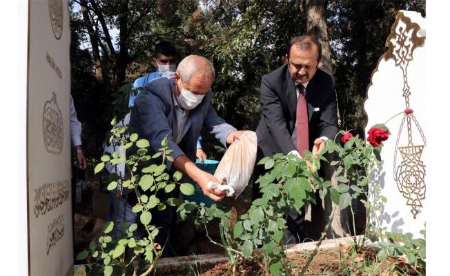 Prof. Dr. Dursun'un kaza yaptığı alandan alınan toprak Kocaeli'deki mezarına bırakıldı